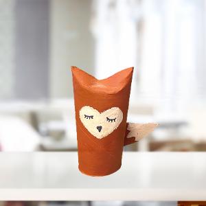 Création d'un renard en rouleau de papier toilette. Facile à réaliser et favorise la créativité de l'enfant.